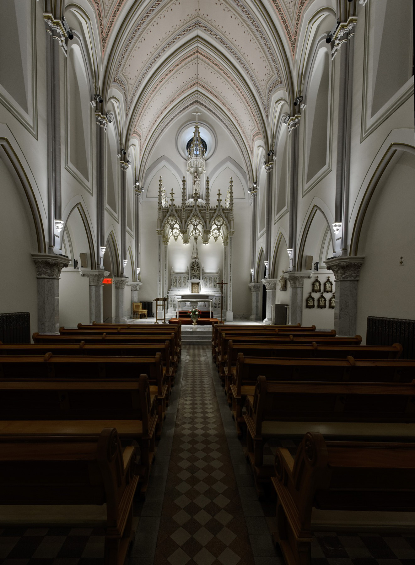 Chapel of The Carmel, Montreal, Illumination Award IES 2014 - Ombrages